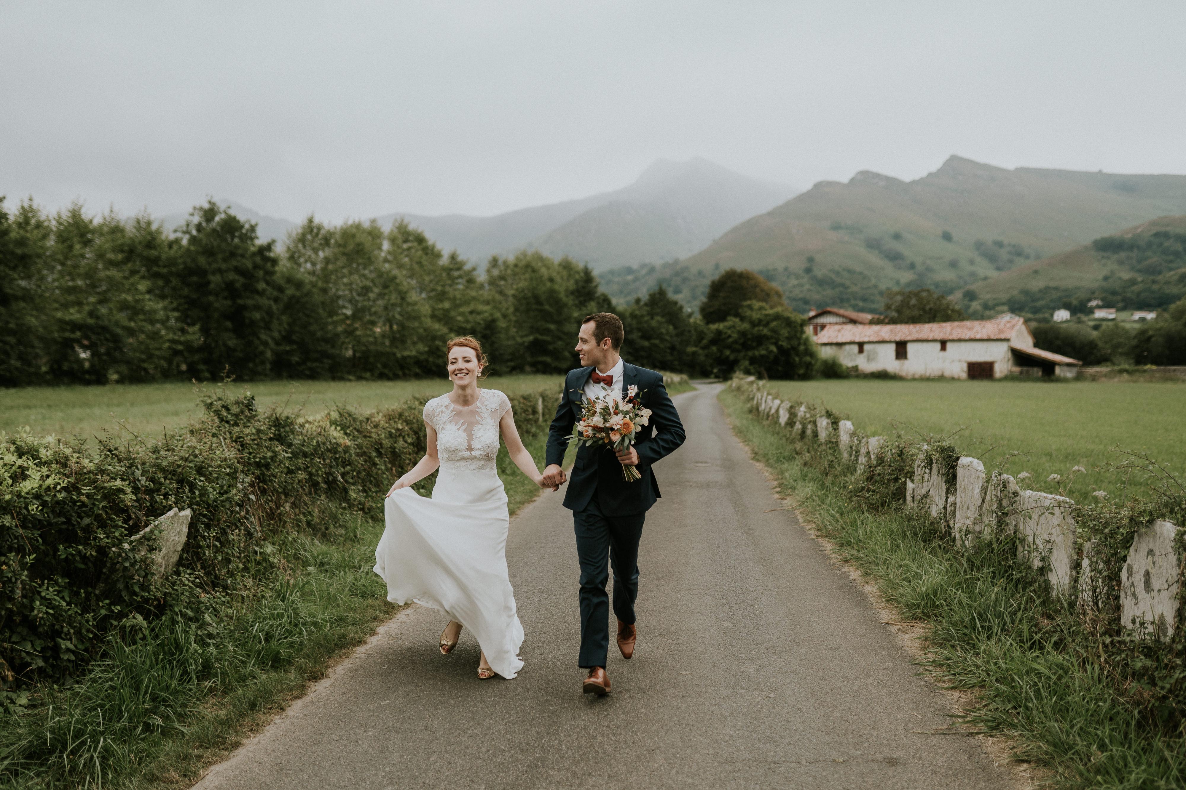 photographe-mariage-au-milieu-des-fougeres-sare-pays-basque